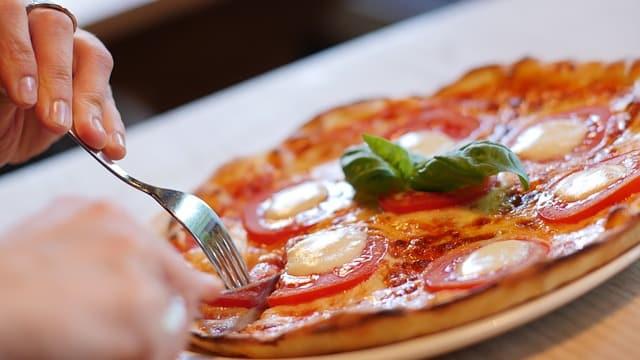 pizza-e834b40f28_640